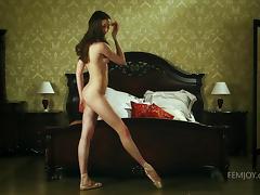 nude ballerina masturbating