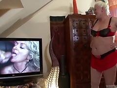Mature babe strokes her pussy with a toy then gets screwed hardcore