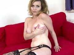 Sexy cougar mom with strong sexual urge