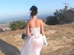 Brune bride gets dp