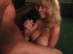 Sexy cougar wants to play naughty games with a pussy craving guy