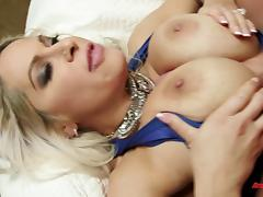 Cougar loves giving a sloppy blowjob and pounding a big dick