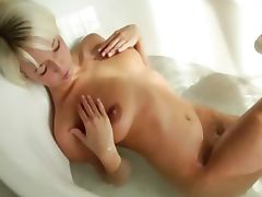 blondie beautys Megan morning shower