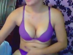 Lustful Hot Shemale Likes To Suck Dick
