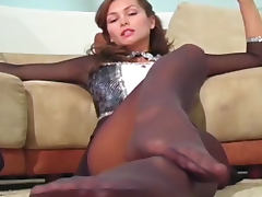 Gorgeous Heather Vandeven pantyhose tease video