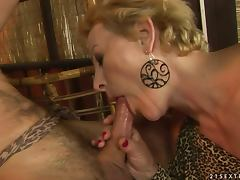 old woman gets jizz in her mouth after giving head