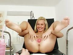 Natural-tit blonde Bella Anne gets a hot dildo