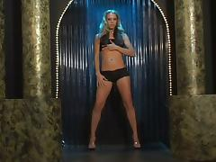 Leah Luv fingers her vag and takes a ride on a fucking machine