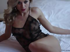 Engaging blonde Alice demonstrates her nice body in solo clip