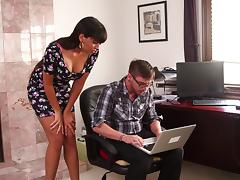 Dane Cross fucks Mercedes Carrera after fixing the computer