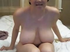 Big tit gal uses vibe on her hairy pussy clit in bed